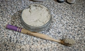 Great Tasting Homemade Toothpaste Recipe (DIY Earthpaste)