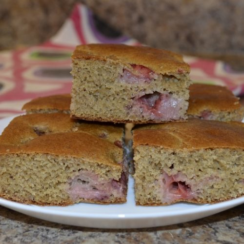 SUGAR-FREE HEALTHY CAKE - Date-sweetened Strawberry Cake