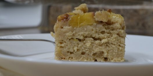 Baking without oven: Gluten-free Cake with Peaches and Oats (Experiment)