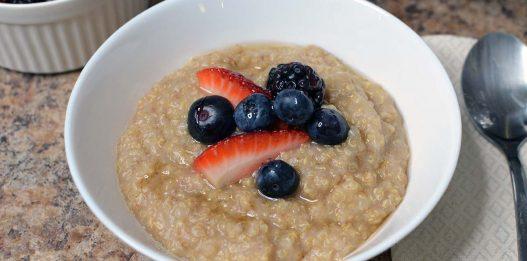 Chai-Spiced Healthy Breakfast Quinoa Porridge with Berries